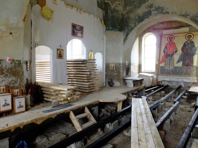 Восстановление полов в центральной части храма.