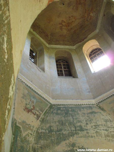 Сохранился купол храма