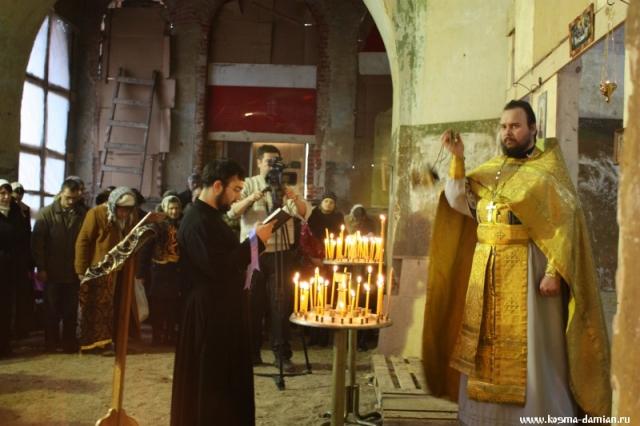 Иерей Сергий Гаврюшин. Каждение на чтении Апостола.